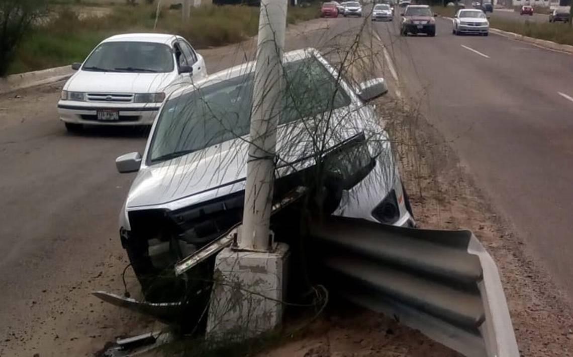 Se impacta vehículo contra puente Pino Payas en La Paz - El Sudcaliforniano